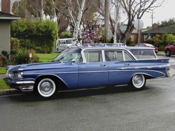 187 1959 Pontiac Bonneville Safari Station Wagon