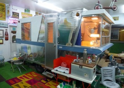 1961 Holiday House Trailer – Model 17