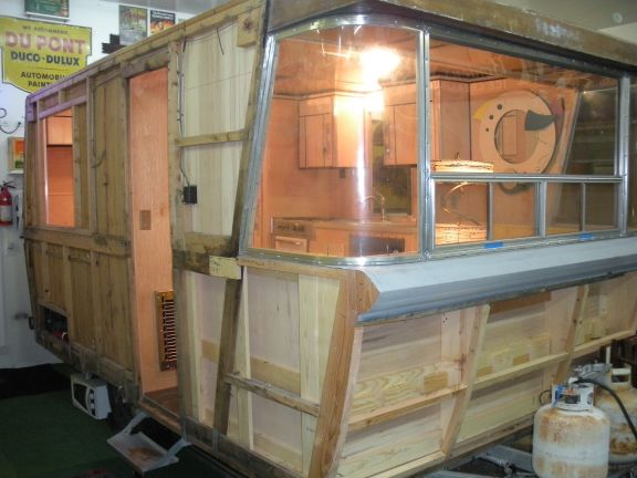 187 1961 Holiday House Trailer Model 17